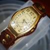 aaec65b9f4ac Первый тип золотых наручных часов в форме
